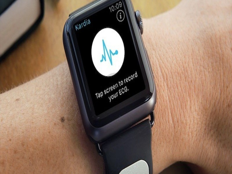 A peek at AliveCor's electrocardiogram for the Apple Watch